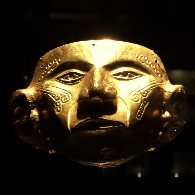 gold-museum-bogota-maske